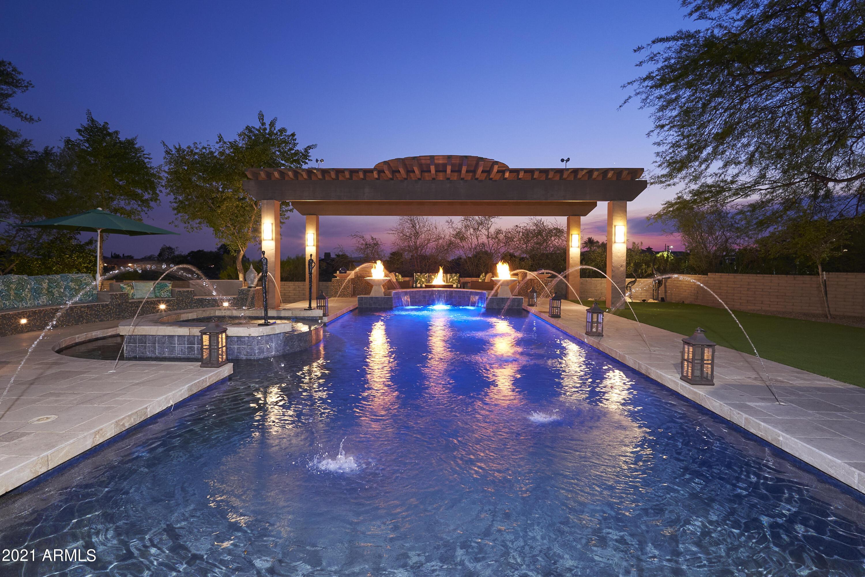 Private Resort Like Yard