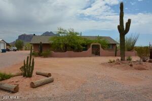 2055 N CORTEZ Road, Apache Junction, AZ 85119