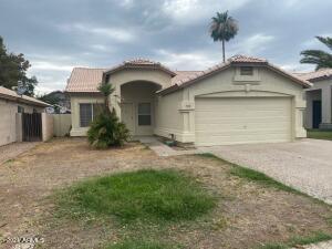 930 E WHITTEN Street, Chandler, AZ 85225