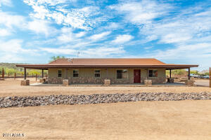 117 W County Road, New River, AZ 85087