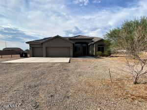 2446 Sq Ft. Offers 4 bedrooms, 3 full bathrooms. All tile through out. Horses welcomed.