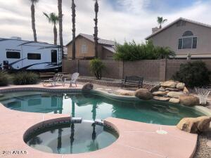 RESORT BACKYARD WITH HEATED WATERFALL POOL AND JACUZZI AND ROOM TO PARK RV NO HOA