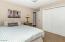 Queen bed in guest rooms