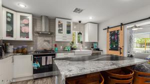 Granite island kitchen, chef's stove, and many amenities!