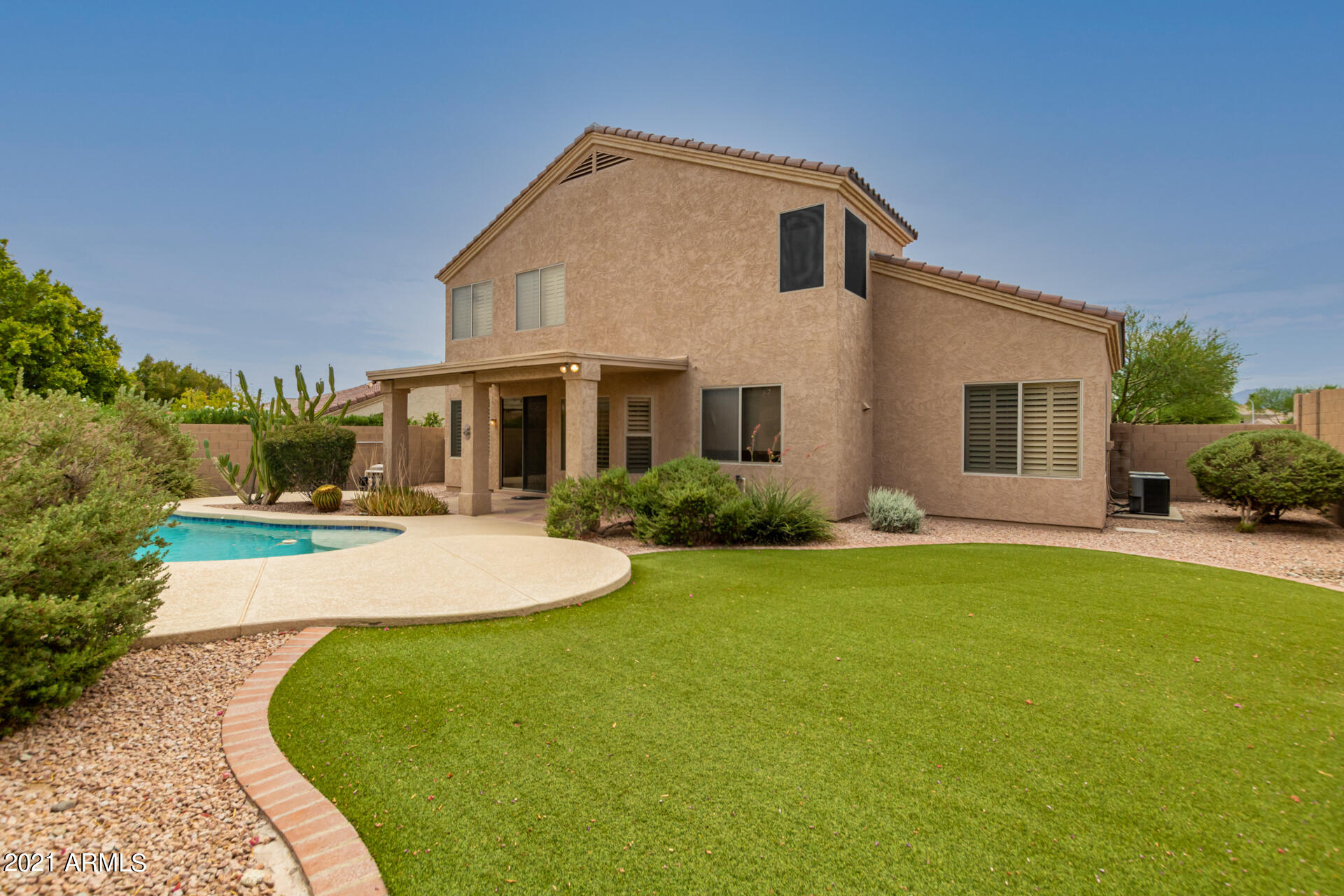 112 W WINDSONG Drive