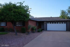 8204 E TURNEY Avenue, Scottsdale, AZ 85251