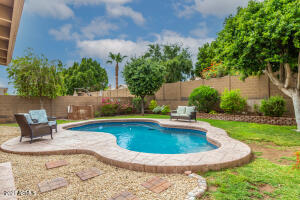 2715 E FAWN Drive, Phoenix, AZ 85042