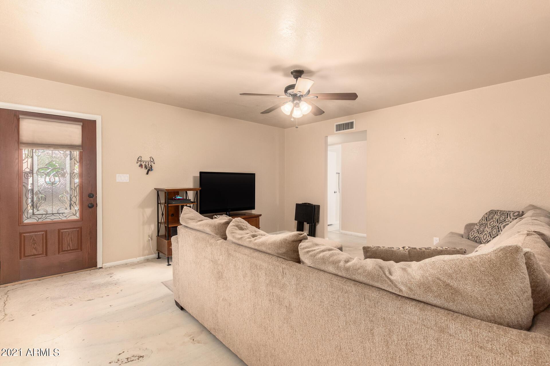 Photo #4: spacious!