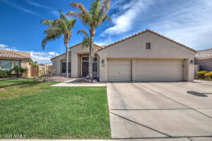 1915 E CAMPBELL Avenue, Gilbert, AZ 85234