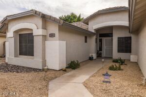 299 E BETSY Lane, Gilbert, AZ 85296