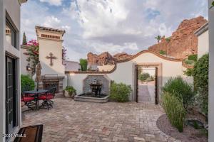 5714 N ECHO CANYON Drive, Phoenix, AZ 85018