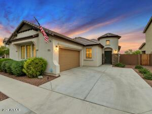 808 E CONSTANCE Way E, Phoenix, AZ 85042