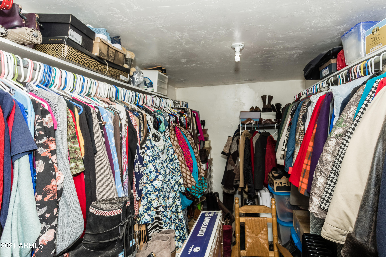 013_Closet