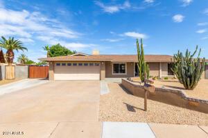 2930 E LAUREL Lane, Phoenix, AZ 85028