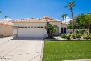 Located on one of the largest lots in Reflections at Pima Crossing, this home has great curb appeal!