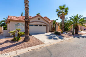 1829 E GLENEAGLE Drive, Chandler, AZ 85249