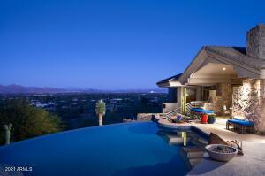 Negative edge pool and amazing views!