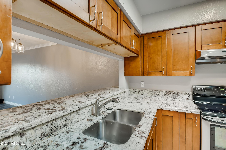 Photo #13: 12-601169975-14 Kitchen