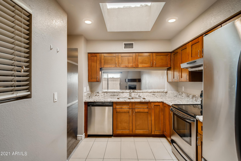 Photo #16: 15-548090109-17 Kitchen