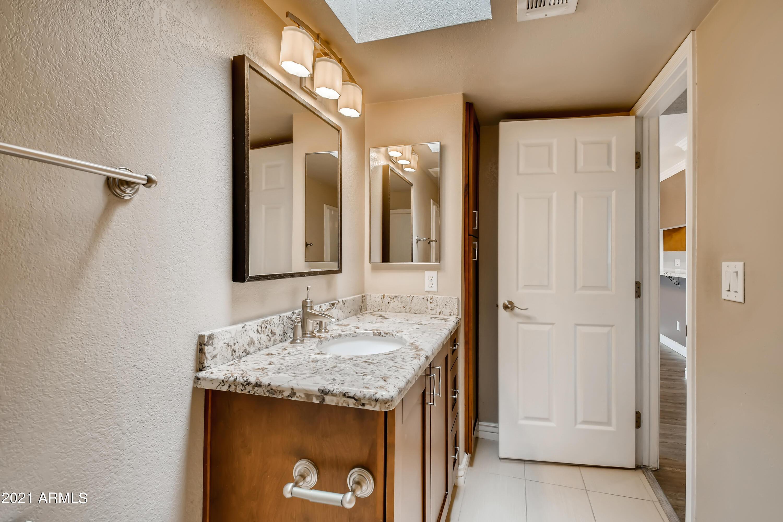 Photo #26: 25-695710449-28 Bathroom