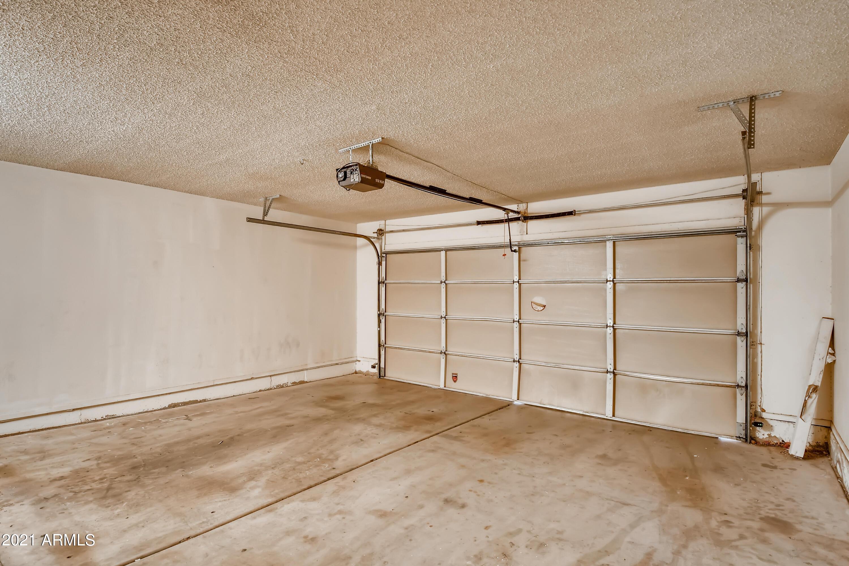 Photo #27: 27-368672492-30 Garage