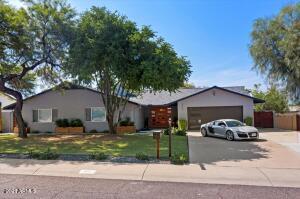 2117 E LAWRENCE Road, Phoenix, AZ 85016
