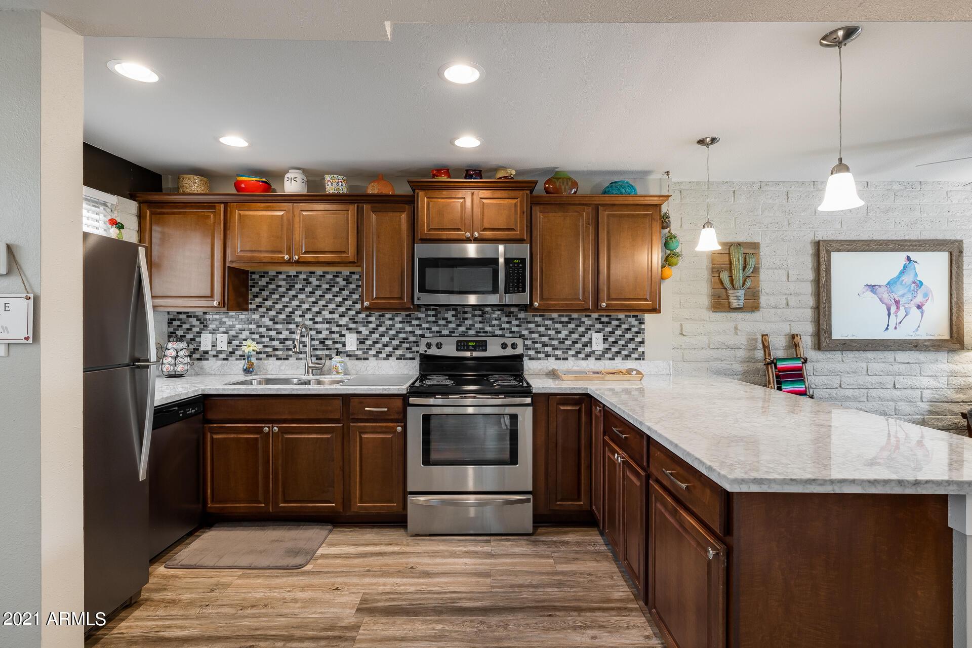Photo #10: Kitchen
