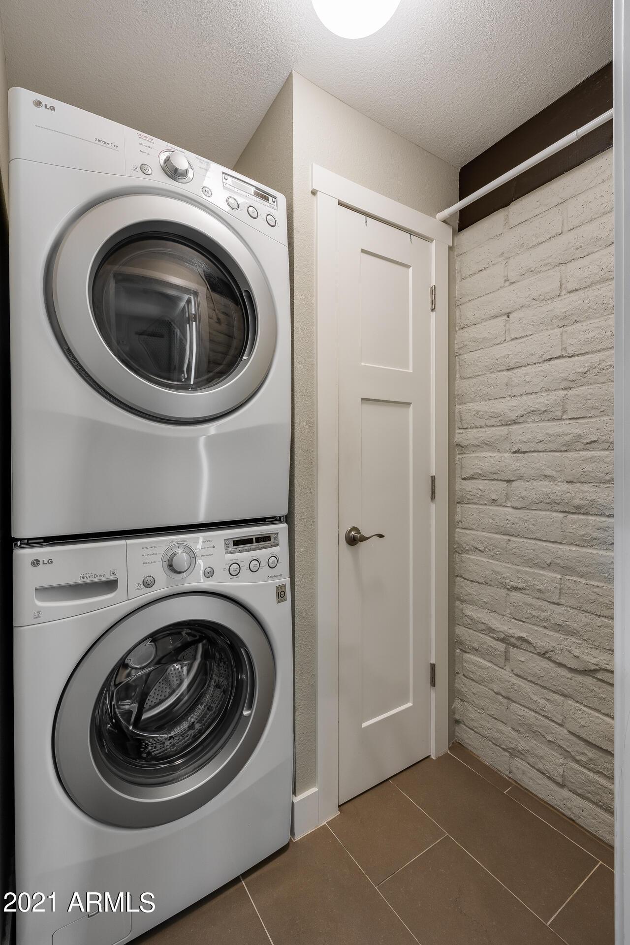 Photo #17: Laundry