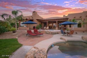 Stunning Back yard with pool & spa, BBQ
