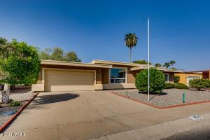 11034 W CRESTBROOK Drive, Sun City, AZ 85351