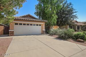 209 E CLAIRIDGE Drive, San Tan Valley, AZ 85143