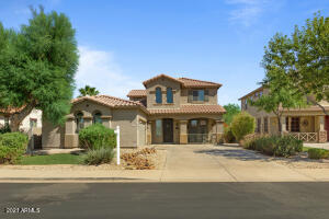 Beautiful elevation with side entry garage