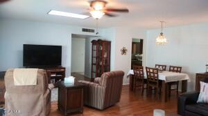 Ceiling fans in living room and bedrooms! Skylights!