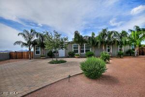 39840 N KENNEDY Drive, San Tan Valley, AZ 85140