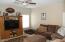 Houses big furniture comfortably