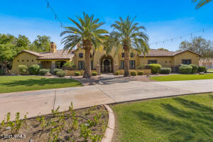 15 E OAKWOOD HILLS Drive, Chandler, AZ 85248