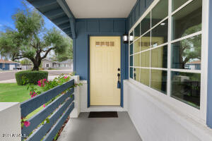 8102 E EDGEMONT Avenue, Scottsdale, AZ 85257