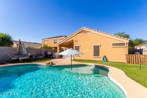Sparkling pool with Baja shelf!
