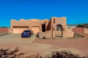 1120 E CIRCLE MOUNTAIN Road, New River, AZ 85087