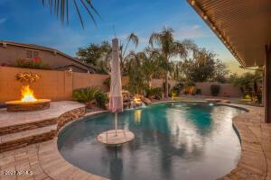 671 W LEATHERWOOD Avenue, San Tan Valley, AZ 85140