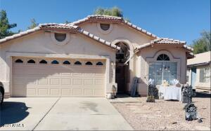 NO HOA!!! Must see beautiful home with vaulted ceilings and open floor plan! Entertain your guests in the eat-in kitchen. Bright living area with bay window and plant shelves. The desert landscaped yard is low maintenance with a covered patio. Priced to sell, don't miss out!
