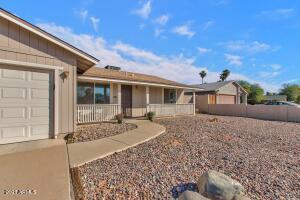1702 W LOUGHLIN Drive, Chandler, AZ 85224