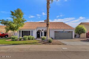 3917 E AMBERWOOD Drive, Phoenix, AZ 85048