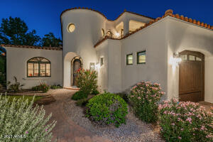 1777 W Ocotillo, unit 2 -- Welcome home!