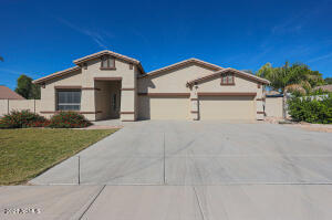 This home is on almost 1/2 acres and located in a cul de sa. It has over 2800 sqft, beautiful pool, upgraded kitchen w/newer appliances, walk in pantry, formal living & dining areas, covered 30x30 carport, RV gates and RV parking, security system including cameras, heated spa, and so much more.