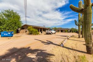 225 S GRAND Drive, Apache Junction, AZ 85120