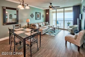 Beautiful views and ample natural light compliment the comfortable decor of this beautifully maintained unit.