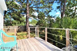 Welcome Home! Enjoy this open deck off back of home and close to canal