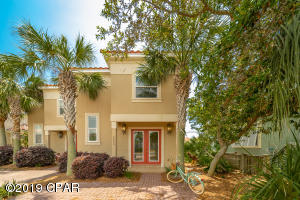 Like new Townhome in gated community