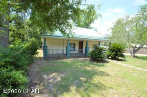 864 Chesnut Hill Street, Chipley, FL 32428